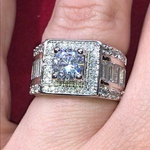 NEW! Stunning S925 Cluster Ring (Size 6)